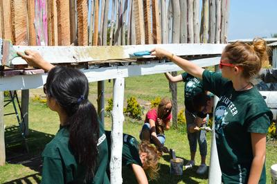 Campi di volontariato in Kenya e attività di ristrutturazione per la comunità locale