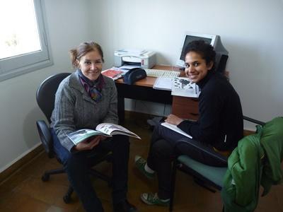Volontarie del campo sui diritti umani in Argentina svolgono ricerche
