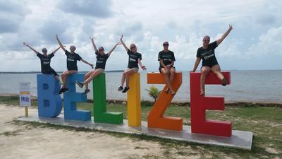 I volontari dei campi di orientamento agli studi di Projects Abroad in Belize