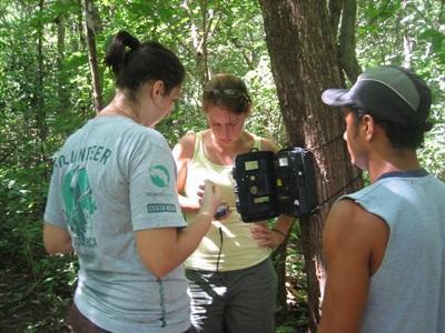 Costa Rica, i ragazzi del Campo di Volontariato Ambientale svolgono attività di monitoraggio