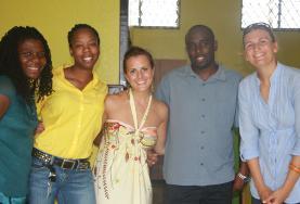Volontari di ProjectsAbroad  e staff locale in Giamaica