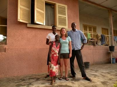 Ghana, una volontaria con la famiglia ospitante