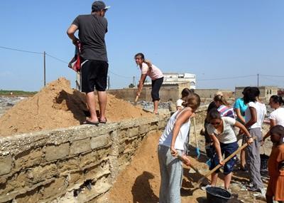 Senegal:volontari al lavoro per il progetto costruzioni