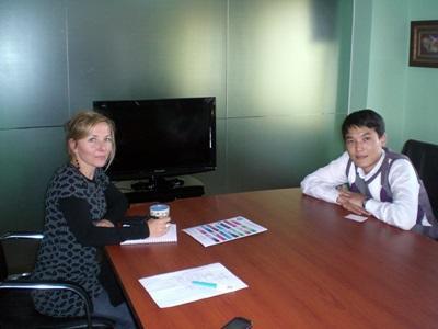 Volontari del progetto di economia durante una riunione in Mongolia