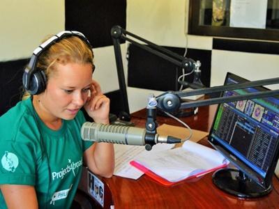Filippine: stage di giornalismo in un'emittente radiofonica