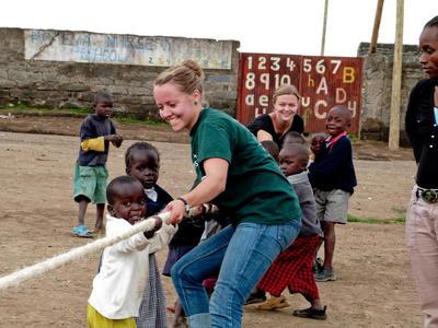 Le volontarie del programma Global Gap durante le attività in Ghana