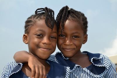 Due studentesse ghanesi ch epartecipano al progetto di insegnamento
