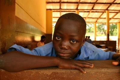 Studente che partecipa al progetto di informatica in Ghana, Africa