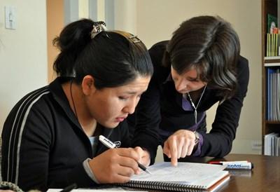 Una volontaria del progetto di insegnamento al lavoro in Bolivia