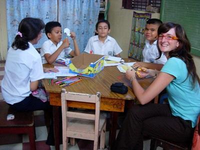 Una volontaria durante un progetto di volontariato in insegnamento in Costa Rica