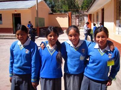 Gli alunni di una scuola aderente al progetto di volontariato in insegnamento in Perù