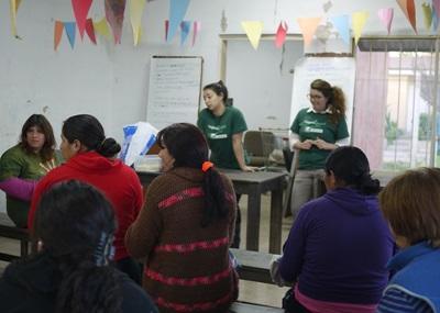 Volontarie del progetto di legge e diritti umani in Argentina, durante una campagna di sensibilizzazione