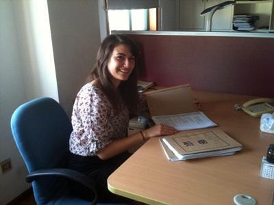 Una volontaria del progetto di legge  raccoglie materiale per un'udienza in Cina