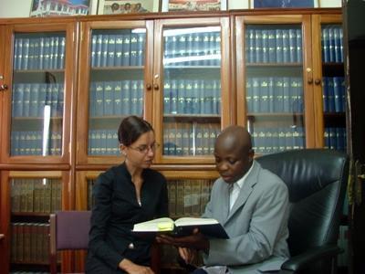 Ghana -Stagista in uno studio legale con il suo tutor