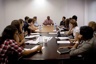 I volontari del progetto di diritti umani in riunione a Cape Town