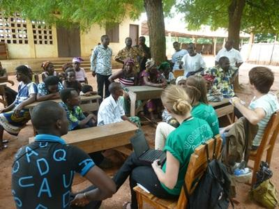 Volontarie del progetto di legge e diritti umani in Argentina, durante una campagna di sensibilizzazione in Togo
