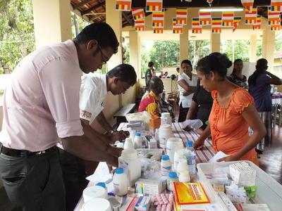 Campagne di medicina nelle comunità locali e volontariato farmaceutico in Sri Lanka