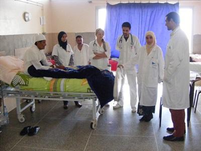 Volontari del progetto di infermieristica nell'ospedale in cui prestano servizio in Marocco