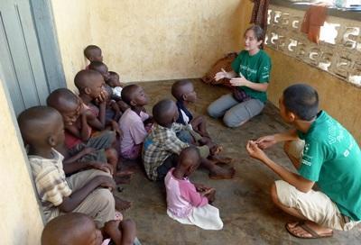 Alcuni volontari del progetto di medicina durante una visita ai villaggi in Togo