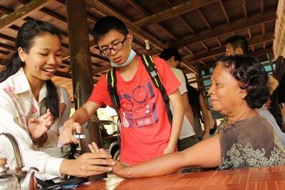 Volontari per il progetto di salute pubblica in Cambogia