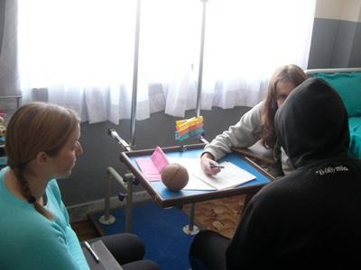 Volontari del progetto di terapia occupazionale al lavoro in Marocco