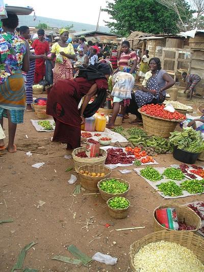 Imprenditrici locali in Ghana vendono i loro prodotti