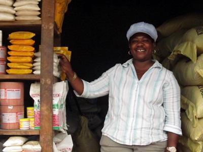 Una piccola imprenditrice supportata dal progetto di microcredito in Tanzania