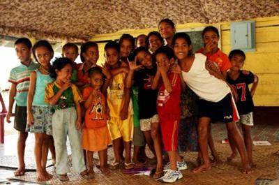 Un gruppo di bambini di un centro aderente al progetto in missioni umanitarie a Samoa