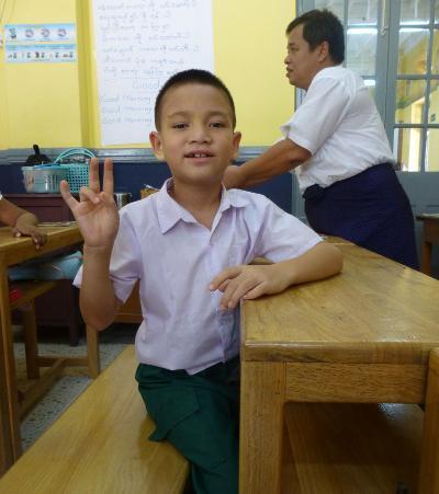 Uno studente della scuola per bambini sordi con cui Projects Abroad collabora in Birmania