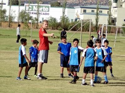 Un volontario durante gli allenamenti in un club sportivo a Cochabamba, Bolivia