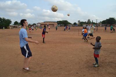 Un volontario di Projects Abroad partecipa agli allenamenti in Ghana