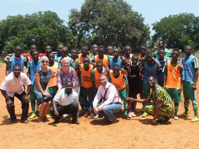 I volontari di Projects Abroad con la squadra Projects Abroad Stars in Togo