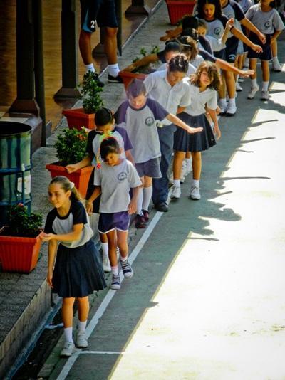 Giovani allievi del progetto di volontariato sportivo ad Heredia