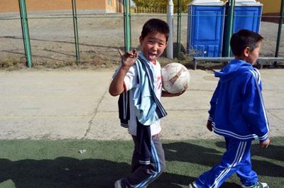 Gli allievi di una scuola aderente al progetto di volontariato sportivo a Chisinau