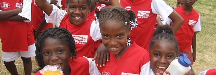 Studenti che partecipano alle attività sportive seguite da un Volontario di ProjectsAbroad