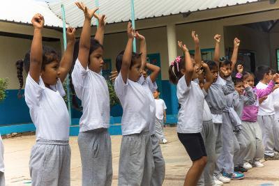 Dei bambini in Ecuador durante le attività sportive