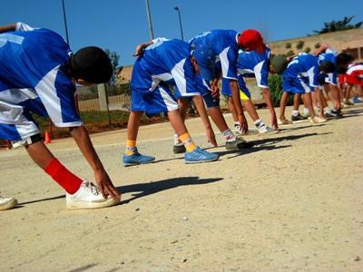 Un gruppo di bambini durante un allenamento a Rabat