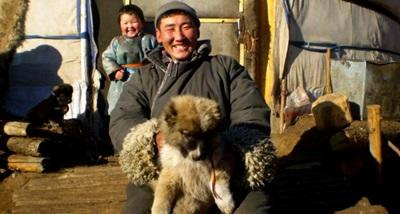 Una famiglia nomade del progetto arte e cultura in Mongolia