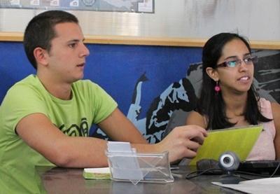 Messico, una volontaria del progetto di sviluppo internazionale assieme ad una ragazza locale