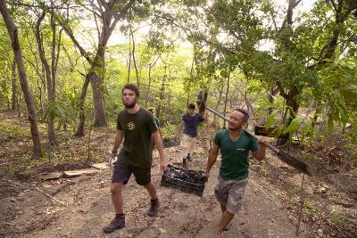 I volontari ambientali nel parco Nazionale Barra Honda in Costa Rica