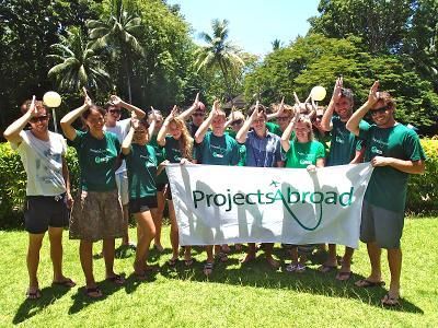 I volontari del progetto di Tutela degli Squali di Projects Abroad alle Fiji