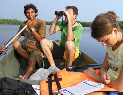 Volontari del progetto di tutela ambientale in Messico in barca