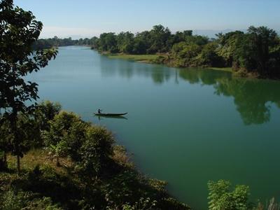 : Una  panoramica del Kaptai, il lago costruito dall'uomo nel distretto di Chittagong  Division in Bangladesh