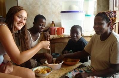 Volontaria con la famiglia ospitante