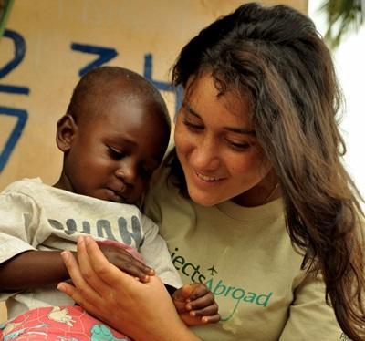 Volontaria e bimbo in Ghana