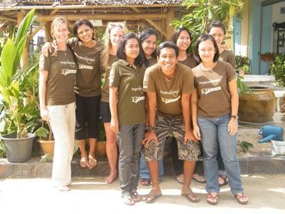 Un gruppo di volontari in missione umanitaria in Thailandia
