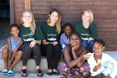 Volontarie impegnate nel progetto di nutrizione a Cape Town, Sudafrica