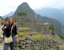 Perù, una volontaria del progetto di archeologia