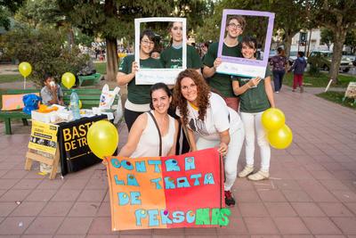 Lo staff di Projects Abroad e lo staff locale impegnati in un progetto di volontariato in Sud America per  tutela dei diritti umani